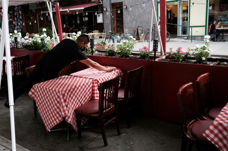 Pressure builds to allow indoor dining in New York