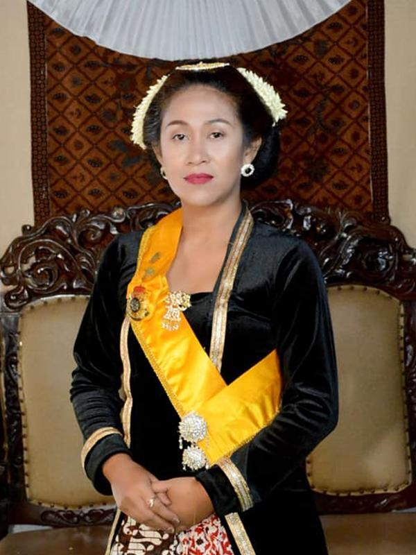 Ini sosok Fanny Aminadia, Permaisuri Raja Keraton Agung Sejagat yang viral. (Sumber: Facebook/Fanny Aminadia)