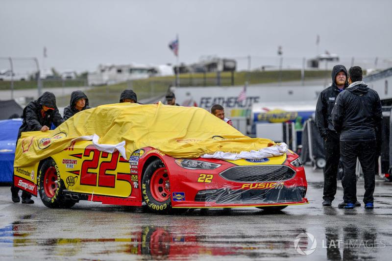 "SMI NASCAR tracks adopt ""weather guarantee"" for ticket holders"