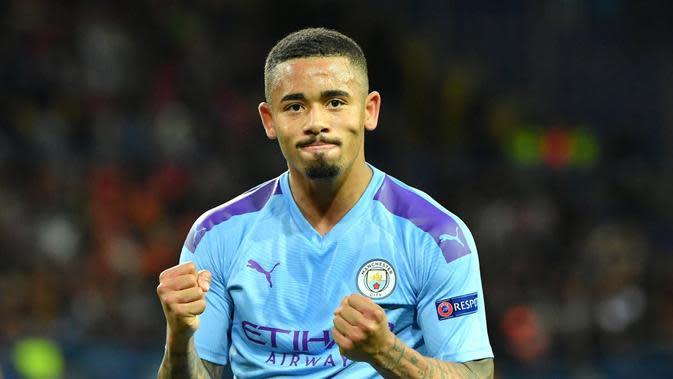 Gabriel Jesus mencetak dua gol saat Manchester City menang 4-0 atas Fulham.