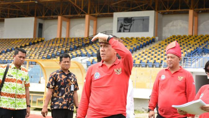 Ketua Umum PSSI Mochamad Iriawan mengunjungi Stadion Utama Riau, Kamis (13/2/2020). (PSSI)