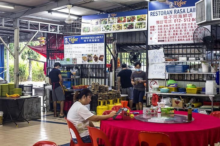 Kedai Makanan Rasa Lain is a popular neighbourhood restaurant in Bercham, Ipoh