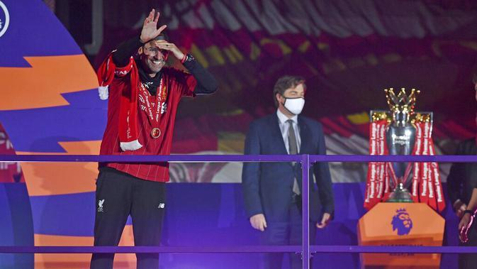 Atas pencapaian gemilang bersama Liverpool tersebut, Jurgen Klopp pun dianugerahi Sir Alex Ferguson Trophy, nama trofi manajer terbaik versi LMA yang diambil dari nama mantan manajer Manchester United. (Paul Ellis, Pool via AP)