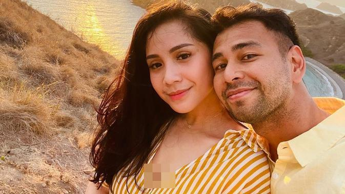 Raffi Ahmad dan Nagita Slavina saat berlibur ke Labuan Bajo, NTT. (dok. Instagram @raffinagita1717/https://www.instagram.com/p/B4cYZcPhfwt/Putu Elmira)