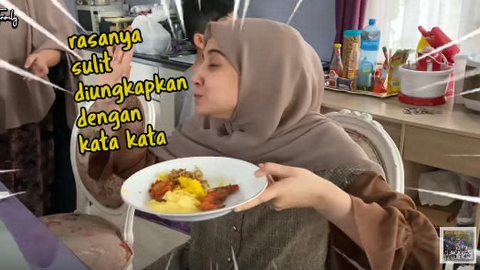 Zaskia Sungkar makan jengkol