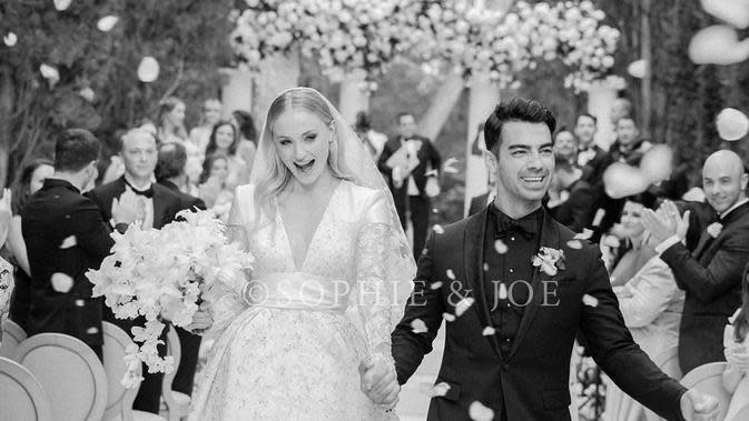 Potret bahagia pernikahan Sophie Turner dan Joe Jonas di Prancis. (Instagram/@sophiet)