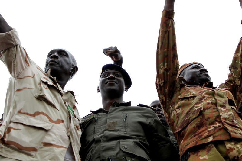Ousted Mali president Keita leaves country as transition talks begin