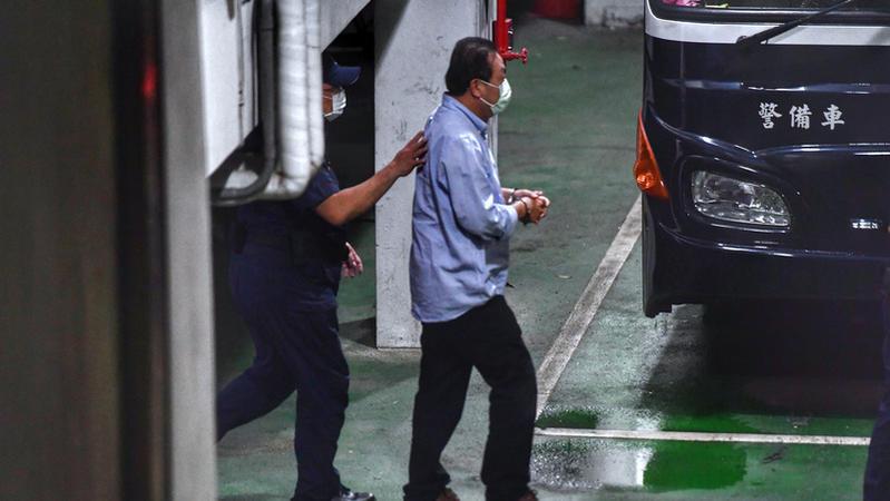 蘇震清等三立委被押,應不應該立即停職?