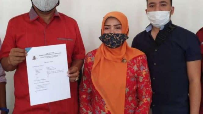 Didampingi Wanita Lain, Bakal Calon Bupati Ini Dilaporkan Istri ke KPU