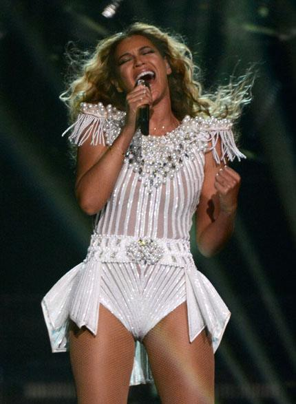 Bow Down! 5 Bold Mrs. Carter Show Tour Queen Proclamations