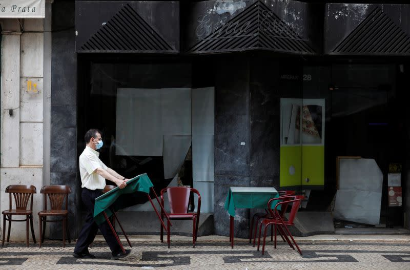 Back-to-work measures tightened in Lisbon, Porto as COVID-19 cases rise