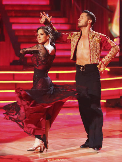 Kelly Monaco and Valentin Chmerkovskiy (11/26/12)