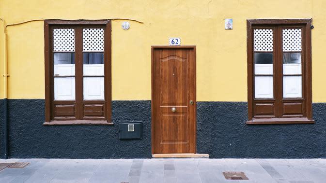 Home Door (unsplash.com/AndrewBuchanan)