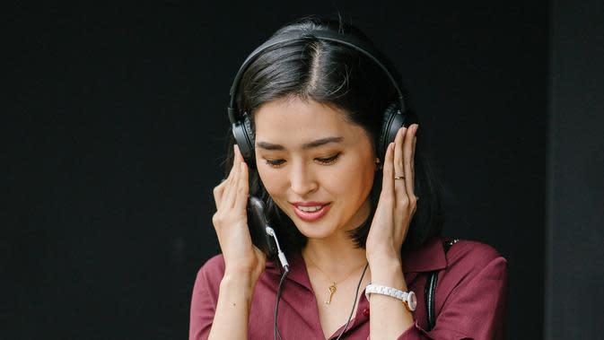 ilustrasi mendengarkan musik/Photo by mentatdgt from Pexels