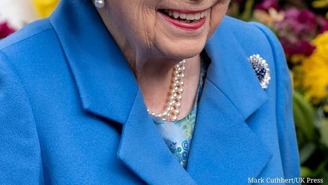 Ratu Elizabeth Umumkan Berhenti Pakai Bulu Hewan pada Pakaiannya
