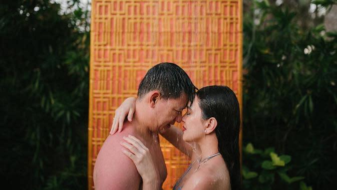 Shandy Aulia bersama suaminya (Instagram/shandyaulia)