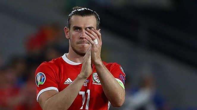 Kapten Timnas Wales, Gareth Bale, melakukan selebrasi usai mencetak gol