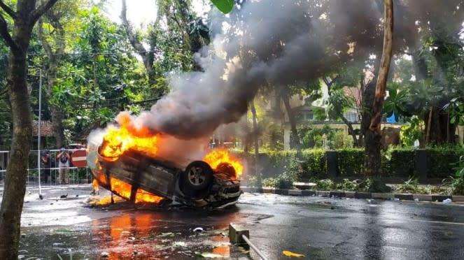 Kericuhan aksi demonstrasi menolak Undang-Undang Omnibus Law Cipta Kerja di Kota Malang, Jawa Timur, pada Kamis, 8 Oktober 2020, meluas.