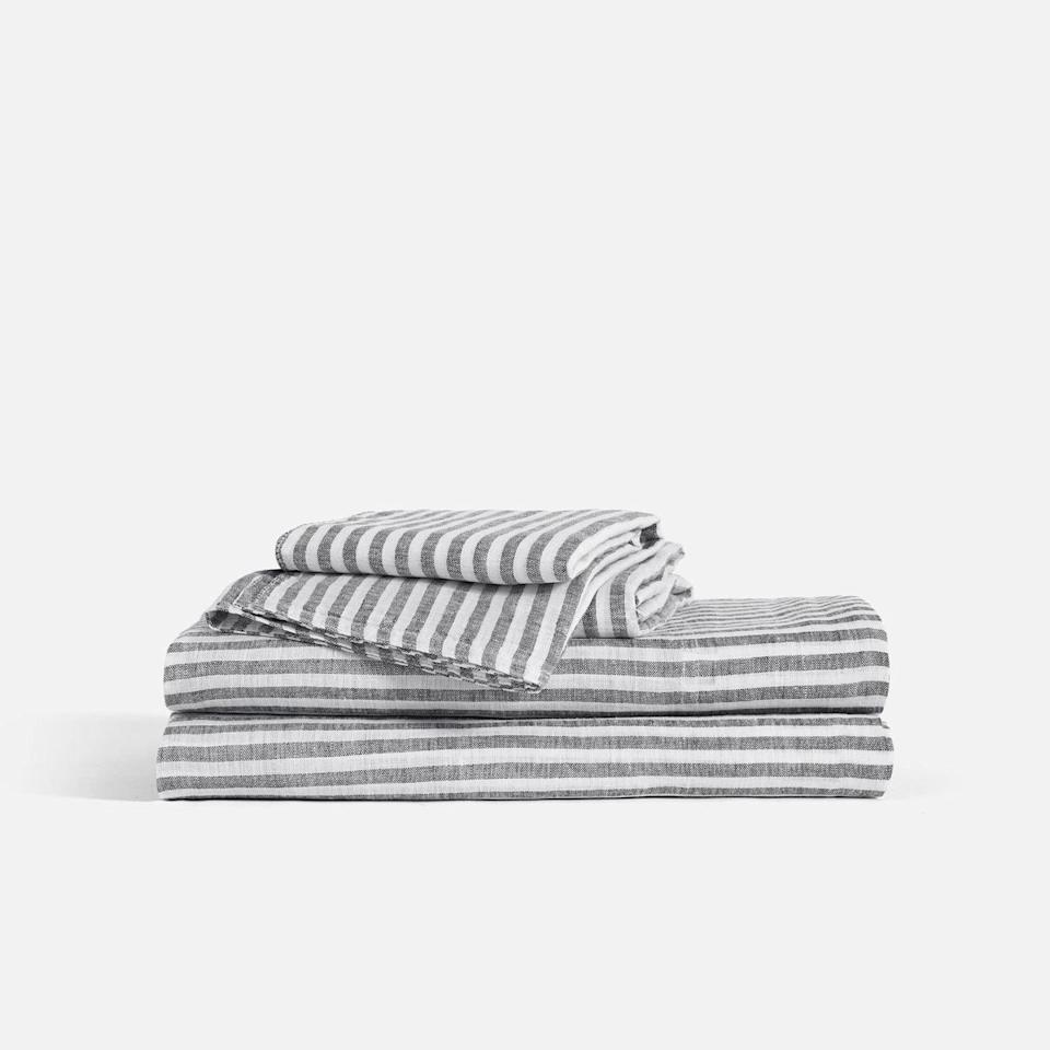 "<p><strong>Brooklinen</strong></p><p>brooklinen.com</p><p><strong>$269.00</strong></p><p><a href=""https://go.redirectingat.com?id=74968X1596630&url=https%3A%2F%2Fwww.brooklinen.com%2Fproducts%2Flinen-core-sheet-set&sref=https%3A%2F%2Fwww.harpersbazaar.com%2Ffashion%2Ftrends%2Fg32407170%2Fbest-linen-sheets%2F"" target=""_blank"">Shop Now</a></p><p>As far as bedding brands, Brooklinen has become very popular in a relatively short time. The direct-to-consumer company was founded in 2014 in (no surprise) Brooklyn, New York, accruing five-star reviews from fans who are enamored by its sleek linen sheets. The fabric is part if the name, after all. </p>"