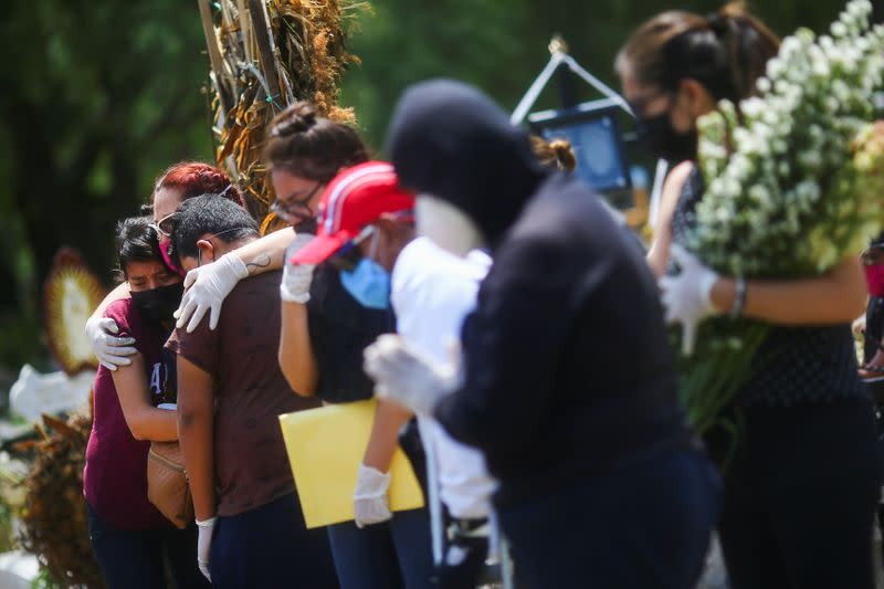 Families of coronavirus victims lament 'lack of control' in Mexico