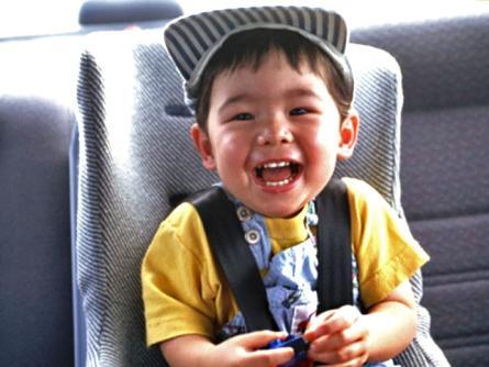 開車門1歲嬰摔出慘遭輾斃「安全座椅」怎麼挑?