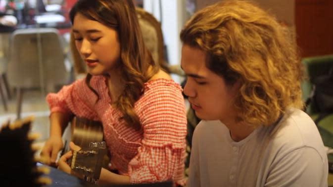 Amanda Caesa dan Dul Jaelani (Sumber: YouTube)