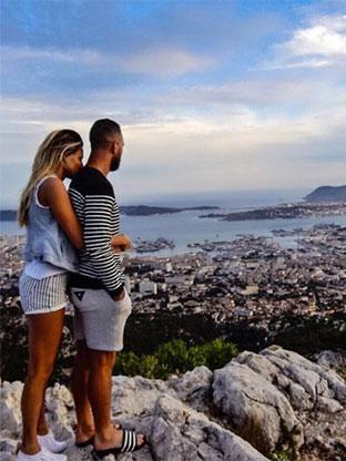 Laura Dundovic and Quade Cooper have the 'looking away' couple pose down pat! Photo: Instagram