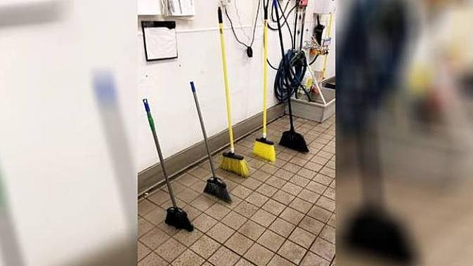 6 Potret Broom Challenge ala Netizen Ini Bikin Gagal Paham, Bisa Dicoba