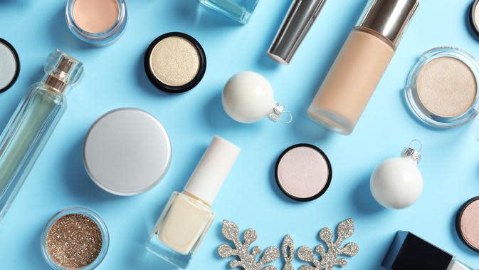 Ilustrasi rangkaian produk makeup/kosmetik. (Foto: shutterstock.com By New Africa)