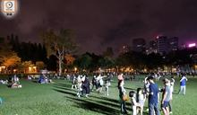 疫情下維園賞月人數大減 市民:花燈會取消氣氛遜往年