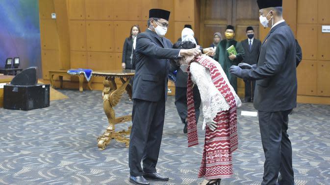 Lantik Rektor Unima Manado, Kemendikbud: Perguruan Tinggi Harus Jadi Solusi