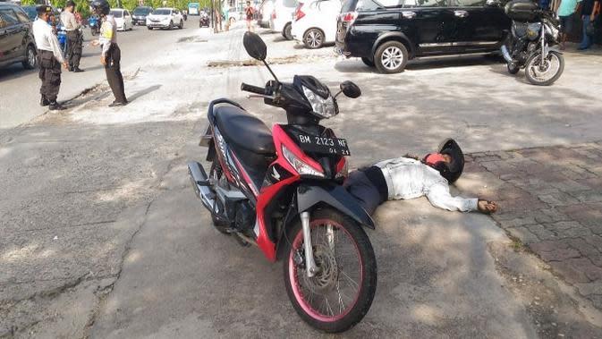 Geger Pria Mendadak Jatuh dan Meninggal di Pinggir Jalanan Pekanbaru