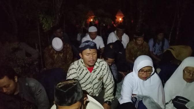 Haul sekaligus ziarah Makam Eyang Kiai Singadipa, panglima perang Pangeran Diponegoro dalam perang Jawa. (Liputan6.com/Angga/Muhamad Ridlo)