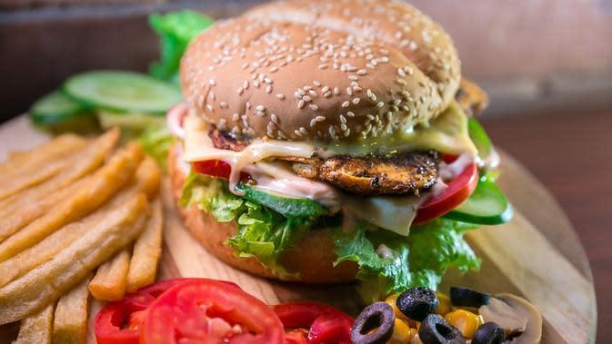Ilustrasi Fast Food Credit: unsplash.com/Hasseb