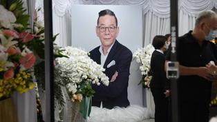 龍劭華告別式大家都到了⋯ 方馨、王樂妍留下瞻仰最後遺容