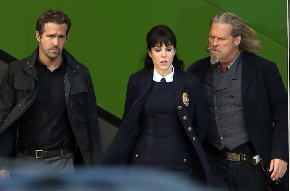 Spotted on Set, Ryan Reynolds, Mary Louise Parker and Jeff Bridges