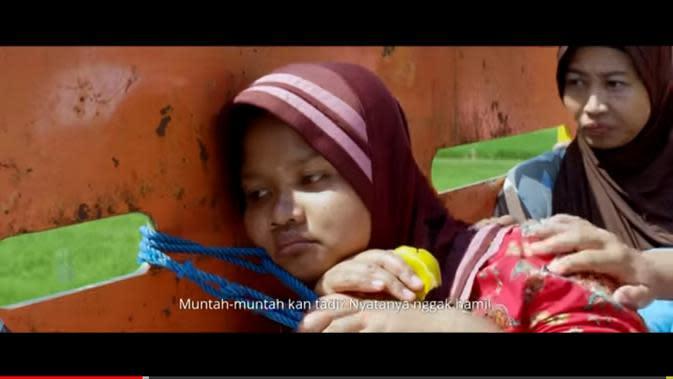 Yu Nah dalam film Tilik. (Foto: YouTube Ravacana Films)