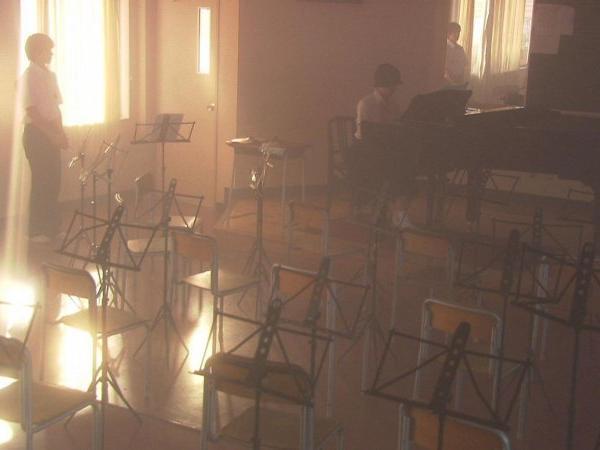 伊藤步苦學鋼琴