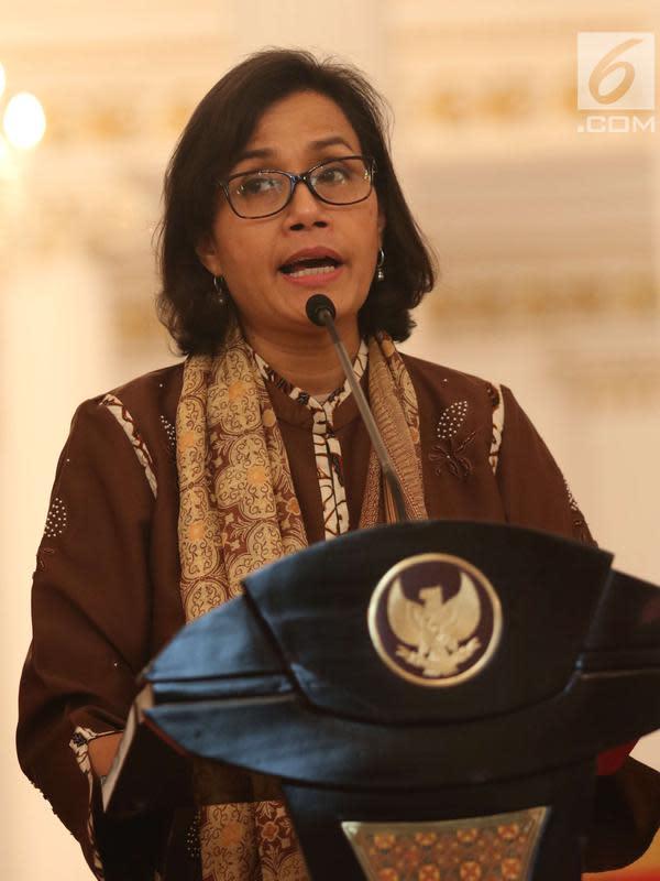 Menteri Keuangan (Menkeu) Sri Mulyani saat memberi keterangan terkait THR di Istana Negara, Jakarta, Rabu (23/5). THR dan gaji ke-13 juga diberikan kepada para pensiunan, PNS, prajurit TNI, dan anggota Polri. (Liputan6.com/Angga Yuniar)
