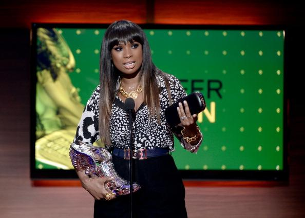 Jennifer Hudson Chokes Up Onstage After Receiving Very Special Award
