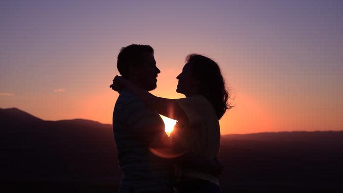 ilustrasi pasangan cinta/Photo by Oziel Gómez on Unsplash