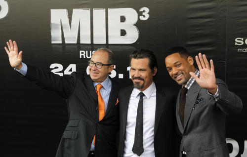 "Director Barry Sonnenfeld, left, and actors Will Smith, right, and Josh Brolin pose for photographers at a cinema during a photocall for their film ""Men in Black 3"" in Moscow, Russia, Friday, April 18, 2012. The film premiere in Russia is scheduled for May 24. (AP Photo/Misha Japaridze)"