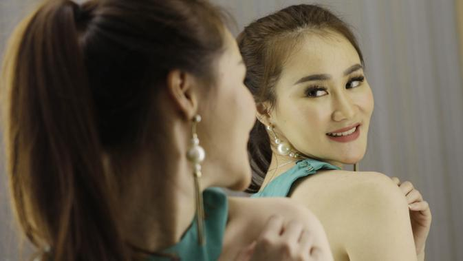 Kecantikan Nessa merupakan daya tarik bagi para pemirsa di rumah untuk betah menonton acara olahraga. (Bola.com/M Iqbal Ichsan)