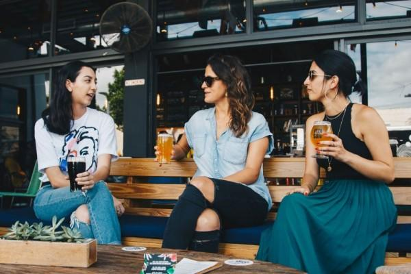 Pertahankan, ya! Ini 5 Tanda Temanmu Benar-benar Peduli Denganmu
