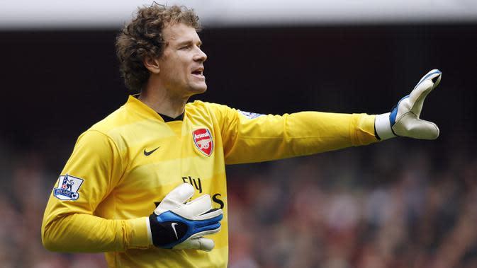 Bersama Arsenal, Jens Lehmann meraih trofi Premier League 2003-2004, Piala FA 2004-2005, dan FA Community Shield 2004. (AFP/Glyn Kirk)