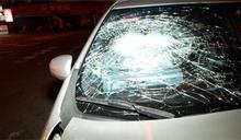 疑闖紅燈釀對撞 波及等紅燈車輛三人送醫