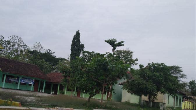Penampakan SD Negeri 2 Tambakromo tanpa adanya pagar yang mengelilingi (Liputan6.com/Ahmad Adirin)