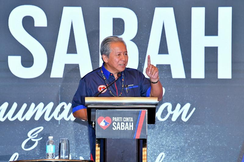 Datuk Seri Anifah Aman (pic) claimed it was clear that the statement issued by Datuk Mohamaddin Ketapi showed how blinded and indifferent Parti Warisan Sabah is towards the sacrifice of Malaysia's national heroes. ― Bernama pic