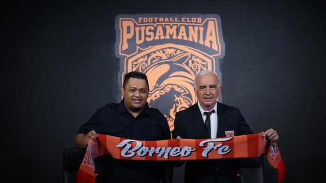 Potret Presiden Borneo FC, Nabil Husein dengan Mario Gomez. (Dok Borneo FC).