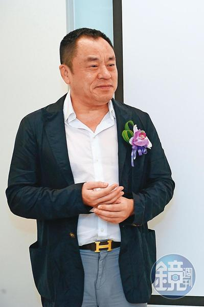 殯葬天王龍巖總裁李世聰眼光精準,買賣彰銀大賺逾42億元。